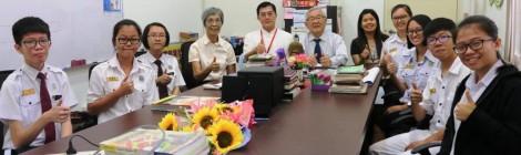 董事长杨汉保先生与领养学生相聚