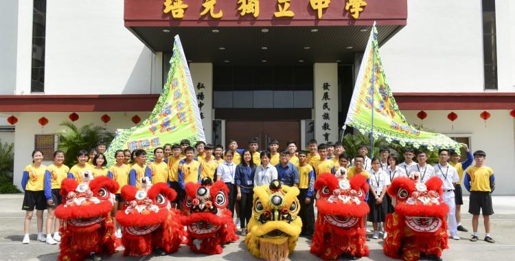 培元独立中学醒狮团恭祝各界:新年快乐、如意吉祥、万事顺利!